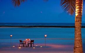 Картинка пляж, океан, романтика, вечер, факелы, ужин