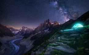 Обои небо, звезды, свет, горы, ночь, скалы, палатка, млечный путь
