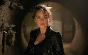 Картинка взгляд, фон, Emilia Clarke, кожаная куртка, Эмилия Кларк, Sarah Connor, Терминатор: Генезис, Terminator Genisys