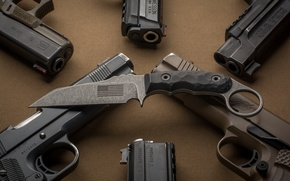 Картинка оружие, фон, пистолеты, нож