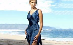 Картинка море, пляж, девушка, актриса, Maggie Grace, синее платье