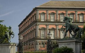 Картинка ограда, ворота, Италия, фонарь, скульптура, Неаполь, Королевский Дворец