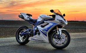 Картинка белый, закат, мотоцикл, white, bike, sunset, triumph, триумф, дейтона, daytona 675