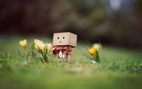 Картинка трава, цветы, удивление, весна, крокусы, человечек, danbo