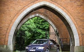 Обои арка, машины, volvo, s80, здание