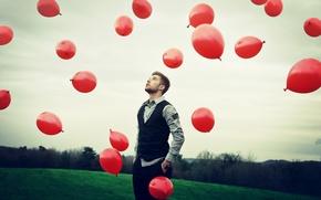 Картинка небо, шары, парень