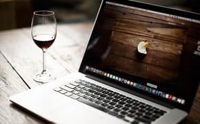 Картинка креатив, вино, знак, обои, бокал, яблоко, ноутбук, натюрморт, корпорация, марка, обои от lolita777, надкушено