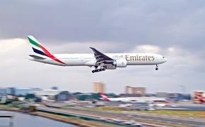 Картинка город, аэропорт, Boeing, самолёт, 300, 777, Посадка, emirates
