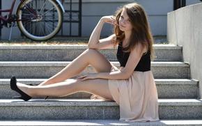 Картинка девушка, улыбка, модель, ступени, ножки, красивая, Natalia Kopacz