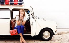 Картинка машина, девушка, улыбка, модель, шатенка, сумки, Nina Agdal, Нина Агдал