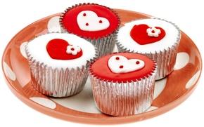 Обои белый, красный, праздник, сердце, чувства, сердечки, сладости, пирожное, день святого валентина, вкусно, день всех влюбленных