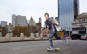 Обои костюм, Ansel Elgort, фотосессия, Sophie Elgort, скейт, скейтборд, улица, город, актер, DuJour, дома, дорога, куртка, ...