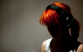 Обои girl, rude, Hayley Williams, headphones, рыжая