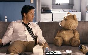 Обои медведь, диван, Марк Уолберг, Mark Wahlberg, Ted, Третий лишний, John Bennett