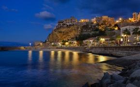 Картинка пейзаж, ночь, огни, скала, дома, Италия, нгабережная, Калабоия, Пиццо