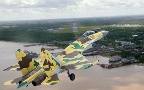 Обои полёт, СУ-35, заход на посадку, берег, аэродром, камуфляж