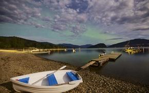 Картинка небо, горы, озеро, камни, берег, лодка, мостик