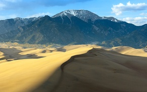 Картинка песок, небо, облака, горы, пустыня, бархан