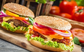 Обои перец, помидоры, доска, овощи, гамбургеры, булка, сыр, кунжут, фаст фуд, еда, сэндвичи, котлета, лук