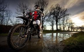Картинка дорога, природа, лужа, мотоцикл
