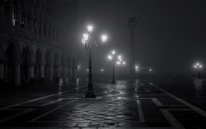 Картинка ночь, город, туман, фонари, Италия, Венеция, черно-белое, Italy, Venice, Piazza San Marco, площадь Сан-Марко