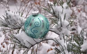 Картинка зима, снег, иголки, новый год, шар, рождество, украшение, сосна