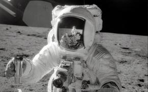 Обои луна, космонавт, отражение