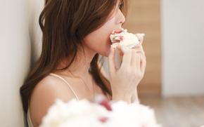 Картинка девушка, лицо, волосы, торт, профиль, кусочек