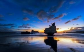 Картинка море, небо, облака, закат, скала, камни, берег, отлив