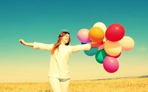 Картинка поле, небо, свобода, девушка, шарики, радость, счастье, природа, воздушные шары, фон, widescreen, обои, настроения, цветные, …