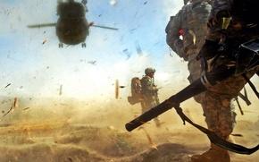 Обои солдаты, рюкзак, пыль, Вертолет, песок