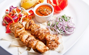 Обои vegetables, перец, meat, skewers, овощи, шашлык, салат, tomato, мясо, соус, помидор, sauce, лук, pepper