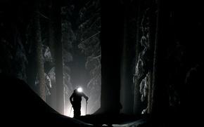 Картинка прожектор, человек, свет, мистика, зима, тьма, лес