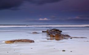 Картинка песок, море, белый, пляж, небо, облака, тучи, камни, берег, Англия, вечер, Великобритания, синее, сиреневое