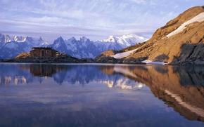 Картинка небо, облака, горы, озеро, отражение, домик