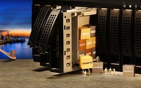 Картинка рабочие, коробки, DATA, GigaByte