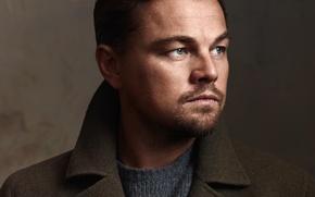 Картинка лицо, фон, портрет, фотограф, актер, пальто, Леонардо ДиКаприо, крупным планом, Leonardo DiCaprio, John Russo