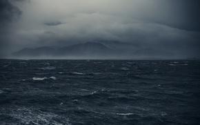 Картинка море, волны, горы, тучи, туман, пасмурно