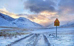 Картинка зима, дорога ведущая к горе и восклицательный знак