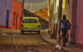 Картинка лето, девушка, улица, дома, сзади, автомобиль, тротуар, Куба, солнечный свет, Санкти-Спиритус, Тринидад