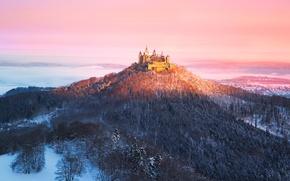 Обои свет, туман, утро, Германия, Burg Hohenzollern, замок-крепость, земля Баден-Вюртемберг, Замок Гогенцоллерн, вершина горы Гогенцоллерн