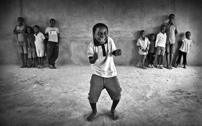 Обои дети, ребенок, танец, laugh, black, smile, негр, black & wite, barefeet, босой, children, ч/б, Kid, ...