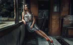 Картинка девушка, стиль, настроение, платье, старый вагон