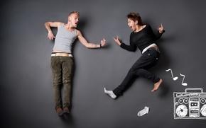 Обои девушка, креатив, прыжок, рисунок, танец, рыжая, парень, буйство, магнитофон, блондин