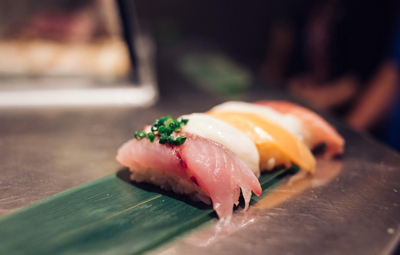 Рецепт суши не сложен, в специально приготовленный рис добавляют различные инг.