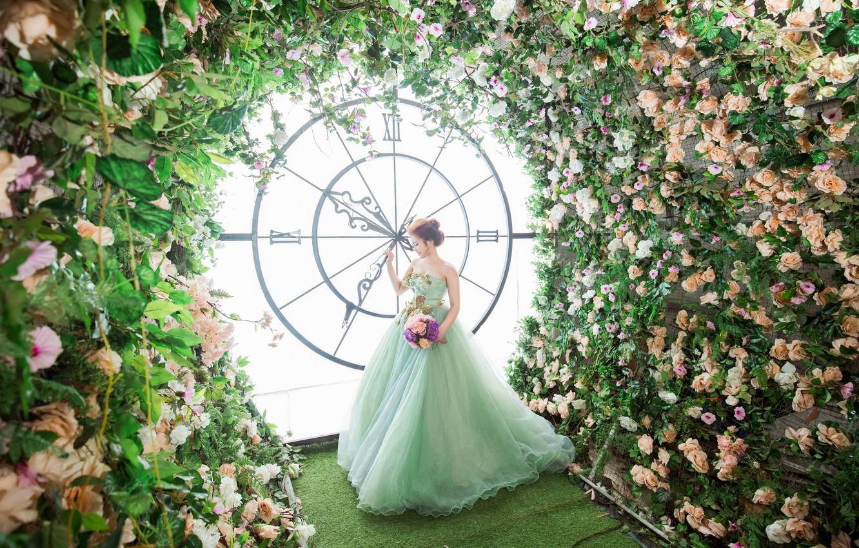 Фото обои девушка, цветы, часы, платье, азиатка