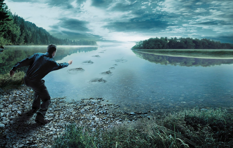 Фото обои лес, небо, трава, облака, река, камни, человек, мужчина