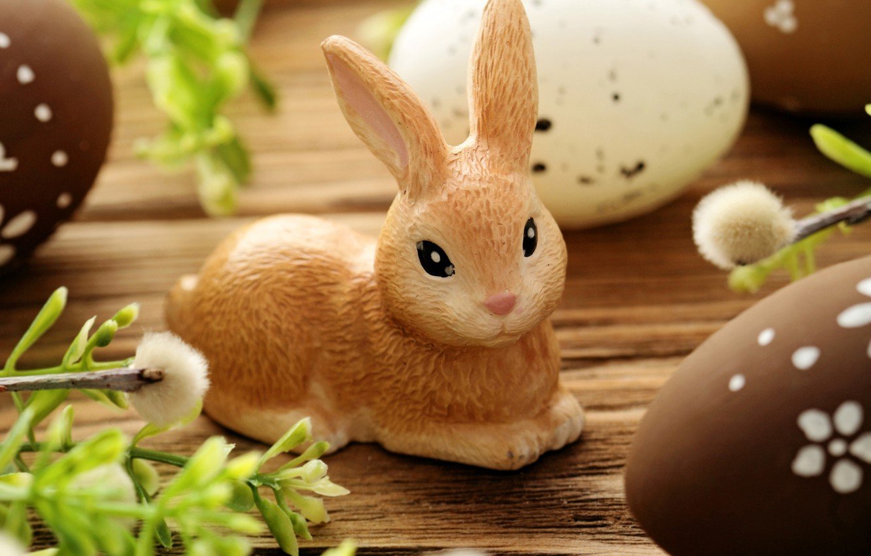 Фото обои ветки, праздник, доски, яйца, кролик, Пасха, верба, фигурка, Easter, крашенки