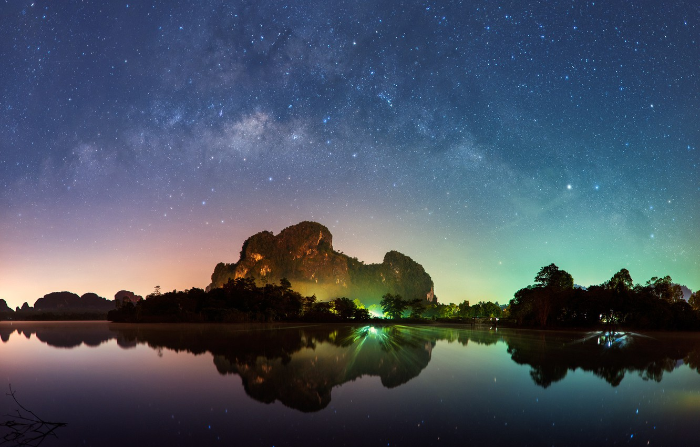 Фото обои море, пляж, небо, горы, ночь, lights, огни, Млечный путь, Тайланд, Thailand, beach, sky, sea, water, …