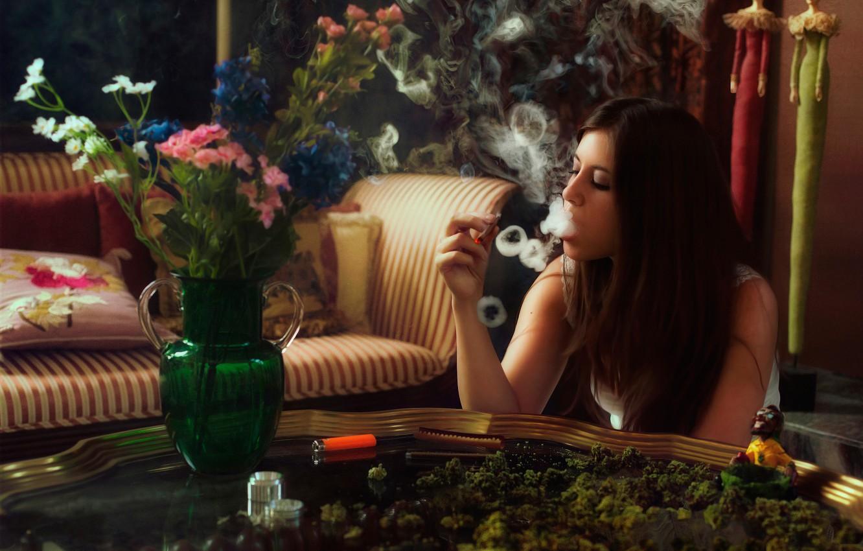 Скачать обои конопля с девушкой чувство от марихуаны